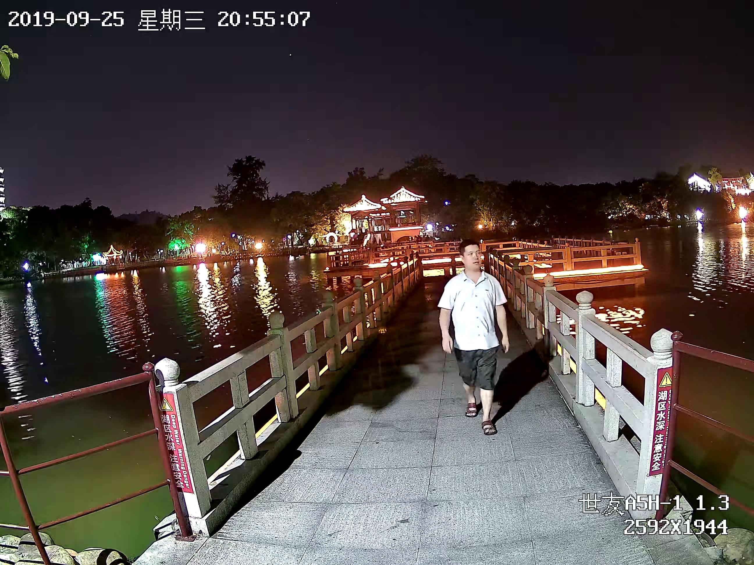 公园监控摄像机图片